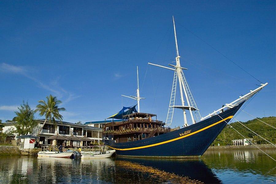Mnuw (Restaurantschiff)