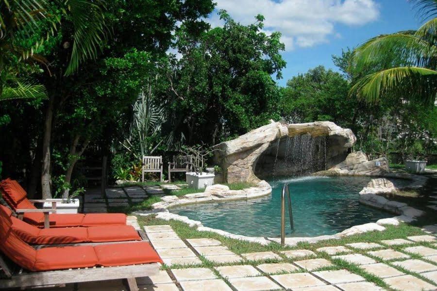 Der Pool mit Grotto